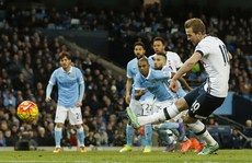 Man City lại thua sốc sân nhà, Liverpool đè bẹp Aston Villa
