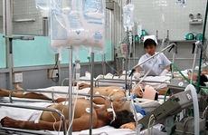 Nhiễm bệnh từ… nhân viên y tế