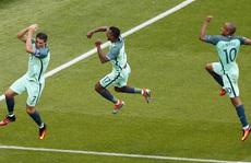 Ronaldo đưa Bồ Đào Nha trở về từ 'cõi chết'