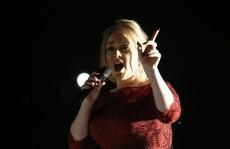 Adele khóc cả ngày sau màn trình diễn ở Grammy 58