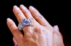 Kim cương màu giá chục triệu USD hút hàng