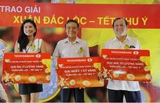 Techcombank trao 1 kg vàng cho khách hàng may mắn