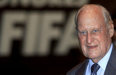 Công và tội của cựu chủ tịch FIFA vừa qua đời
