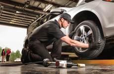 Những nguyên tắc thay lốp ô tô mọi tài xế Việt phải biết