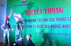 Nam giới Việt bớt hút thuốc lá