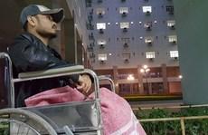 Sức khoẻ nguy cấp, Trần Lập ngồi xe lăn lên sân khấu