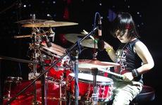 Trọng Nhân 'hạ bệ' tay trống Quốc Bình trên sân khấu 'Vietnam's Got Talent'