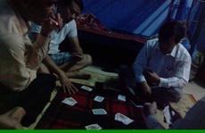 Cán bộ xã đánh bạc ngay tại trụ sở làm việc