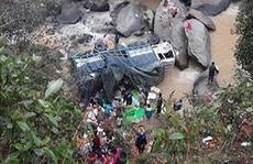 Xe tải lao xuống vực sâu 200 m, 4 người chết