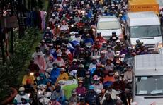 Dân Sài Gòn lại 'chết đứng' trong mưa