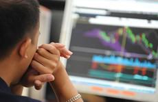 Treo cổ tức: Ai bù thiệt hại cho nhà đầu tư?