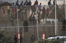 Hơn 1000 người cố vượt hàng rào sang Tây Ban Nha 'ăn tết'