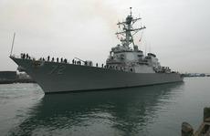 Tàu khu trục Mỹ 'bắn cảnh cáo tàu Iran'