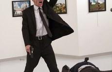 Ảnh chụp kẻ giết đại sứ Nga thắng giải Ảnh Báo chí thế giới