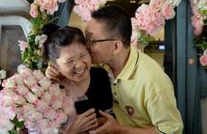 Cặp đôi kỷ niệm 30 năm ngày cưới trên máy bay Vietnam Airlines