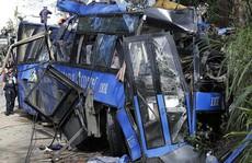 Xe buýt lao xuống vực, 24 người chết