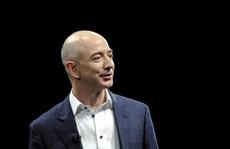 Soán ngôi giàu nhất của Bill Gates, ông chủ Amazon chỉ vui được vài giờ