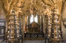 Bên trong nhà thờ trang trí bằng xương người độc nhất thế giới