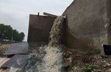 Bắt quả tang 1 DN tái chế xả thải trộm vào hệ thống thủy lợi