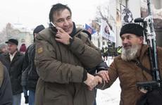 Cựu tổng thống Georgia 'chơi đuổi bắt' với an ninh Ukraine