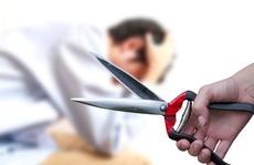 Ghen tuông, vợ dùng dao cắt 'của quý' của chồng trong đêm