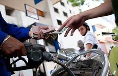 Đóng thuế xăng dầu: Sao không hỏi ý dân?