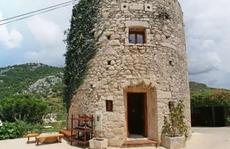 """Khách sạn sang """"núp"""" trong tháp 250 tuổi đẹp miễn chê"""