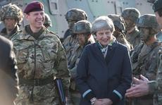 Lo Nga lấy thông tin, quân NATO giã từ điện thoại