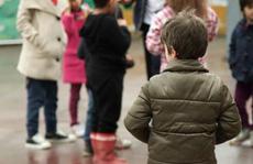 Tuyệt vọng cảnh bán thân của trẻ di cư