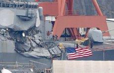 Tàu chiến Mỹ 'không né tránh' dù được tàu hàng cảnh báo?