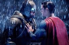 'Batman v Superman' và 'Hillary's America' là phim tệ hại nhất năm