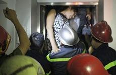 Giải cứu 5 người mắc kẹt trong thang máy