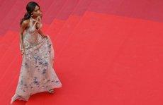 'Mốt' đầm xuyên thấu tấn công thảm đỏ LHP Cannes