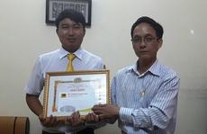 Khen thưởng tài xế taxi trả lại tài sản cho du khách nước ngoài