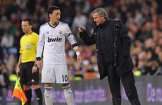 Mourinho từng mắng Ozil là 'đồ hèn'