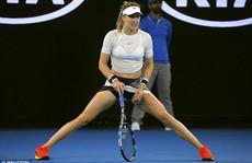 Mỹ nhân quần vợt Bouchard diện bikini tím 'bỏng mắt'