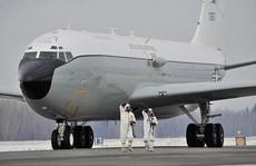 Máy bay 'đánh hơi hạt nhân' Mỹ đến Anh
