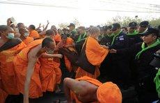 Thái Lan: Ẩu đả tại ngôi chùa có trụ trì 'rửa tiền'