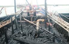 Tàu cá bốc cháy, gần 10 tỉ đồng ra tro
