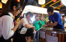 8-3 dân Sài Gòn kéo nhau đi chợ ẩm thực trong lòng đất