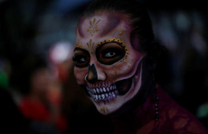 """Kinh dị """"bộ xương"""" diễu hành trong lễ hội người chết ở Mexico"""