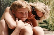 Cuộc nói chuyện cuối cùng của 2 hoàng tử Anh và mẹ
