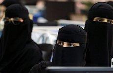Lên máy bay Ả Rập Saudi là phải 'kín mít'