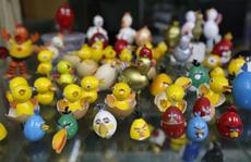 Độc đáo tạo hình gà từ vỏ trứng gà