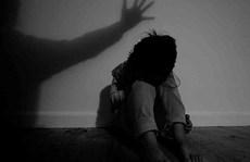 Cháu gái 14 tuổi tố bị 5 người dụ dỗ, giao cấu