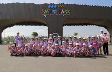 Khách du lịch chen nhau mua vé vào FLC Zoo Safari dịp 30-4