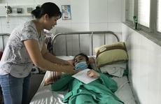 Không gia đình, nữ công nhân nằm chờ chết: Nhiều tấm lòng nhân ái đến với chị Thùy