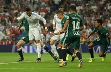 'Dị nhân' Ronaldo tái xuất, Real Madrid thua trắng Betis