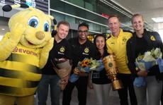 Nữ HLV xinh đẹp CLB Dortmund hút hồn CĐV Việt