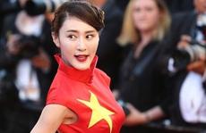Nữ diễn viên xin lỗi vì diện đầm quốc kỳ tại Cannes